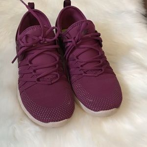 Nike Bordeaux EUC Sneakers Sz 7 - 7.5